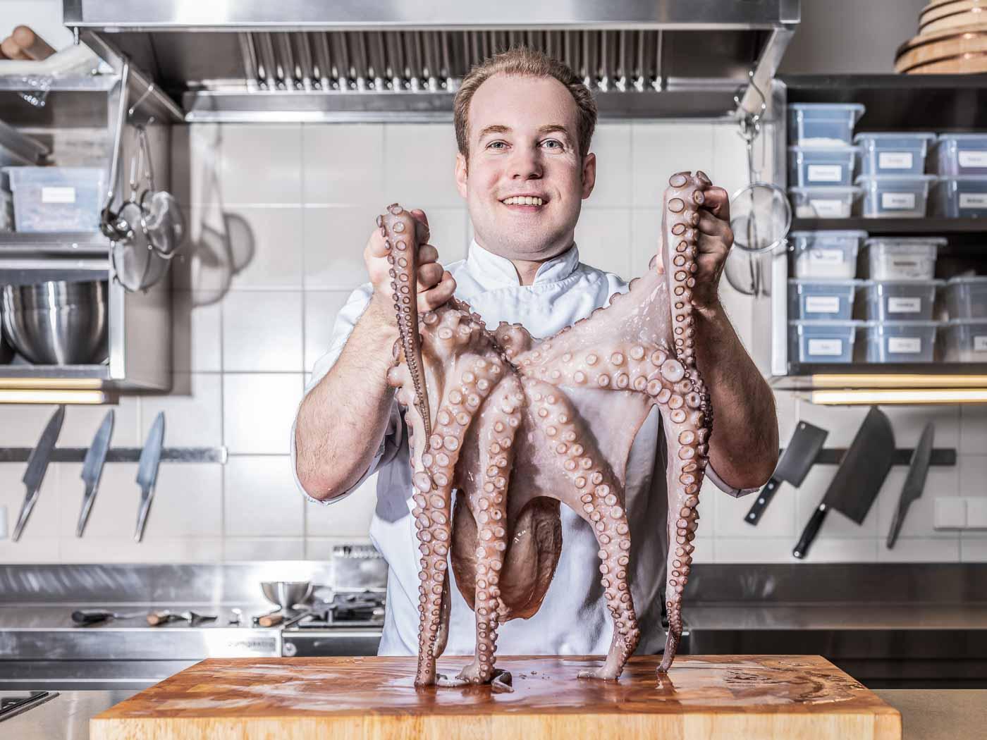 Koch Clemens mit Oktopus